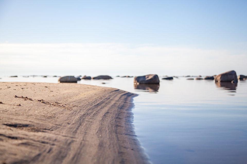 Eriline maanukk mere sees – Kihnu